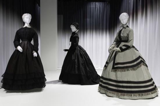 Mourning and Fashion coexist - Elegant Harmonization -